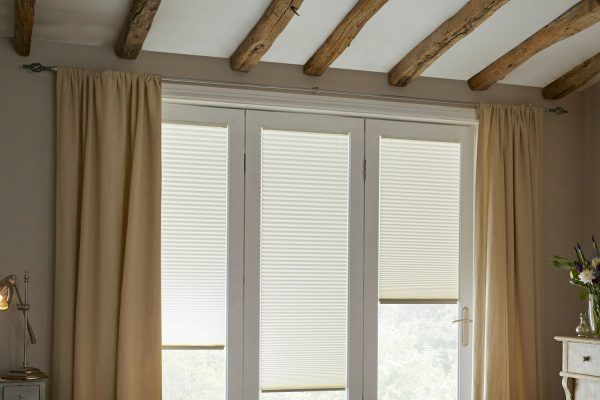 White blinds wooden beams