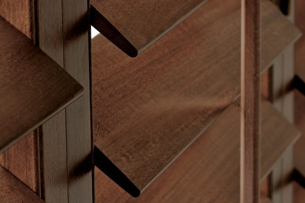 SantaFe-Shutters walnut close-up